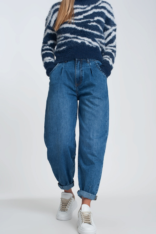High waisted mom jeans with two ruffles in the waistline in dark wash blue