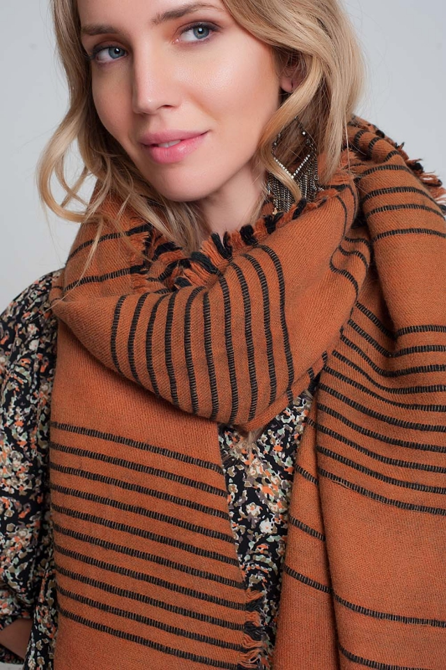 Orange Schal mit schwarzen Streifen