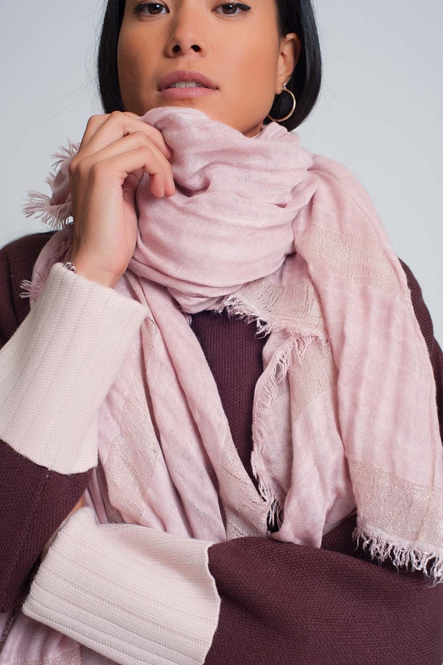 Lightweight scarf in pink with gold stripes