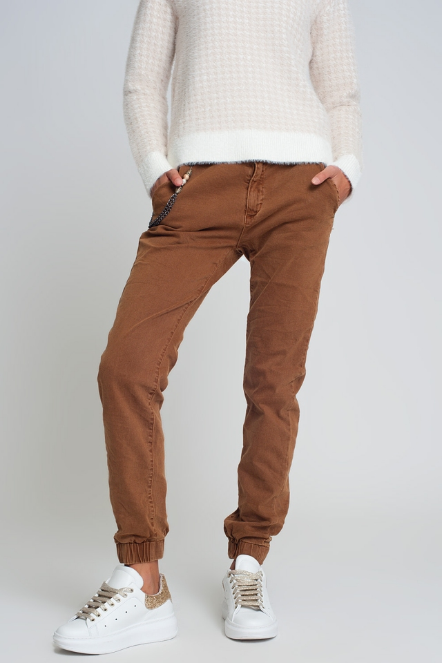 Cuffed utility pants with chain in brown