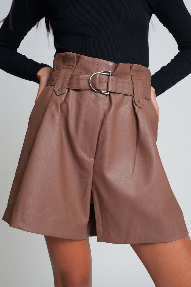 Belted faux leather shorts in pink