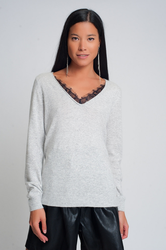 Soft sweater with lace detail and V-neck in gray color