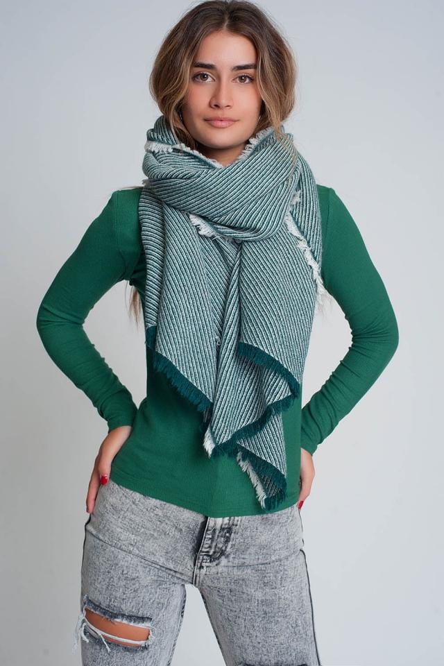 Übergroßer grüner ausgefranster Schal