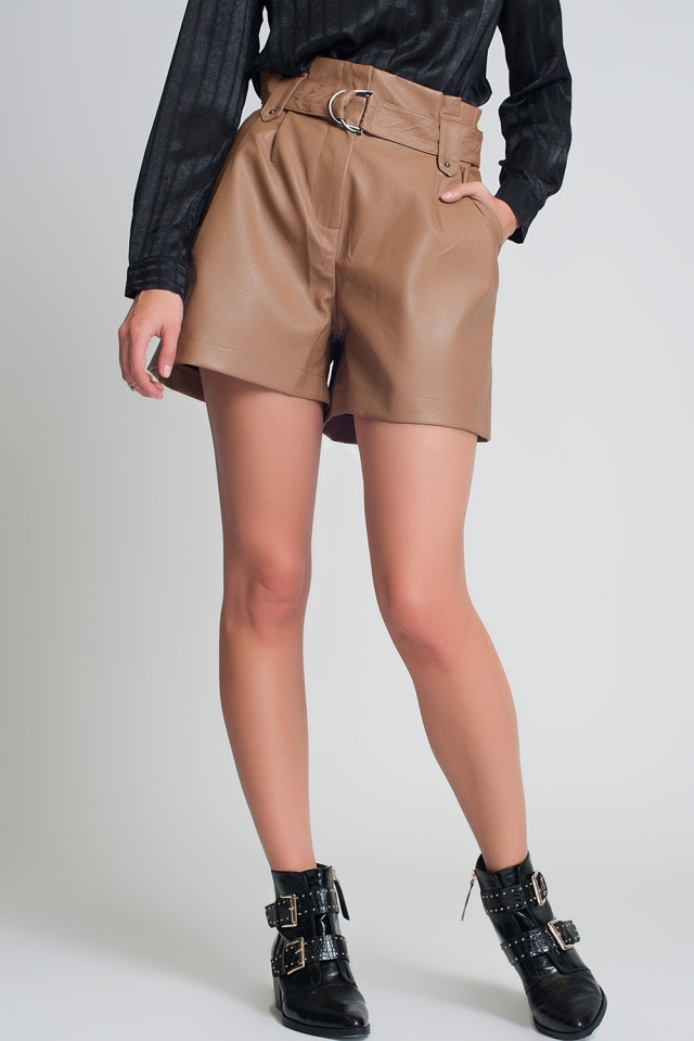 Belted faux leather shorts in camel