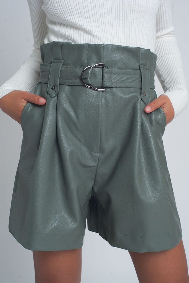 Belted faux leather shorts in green