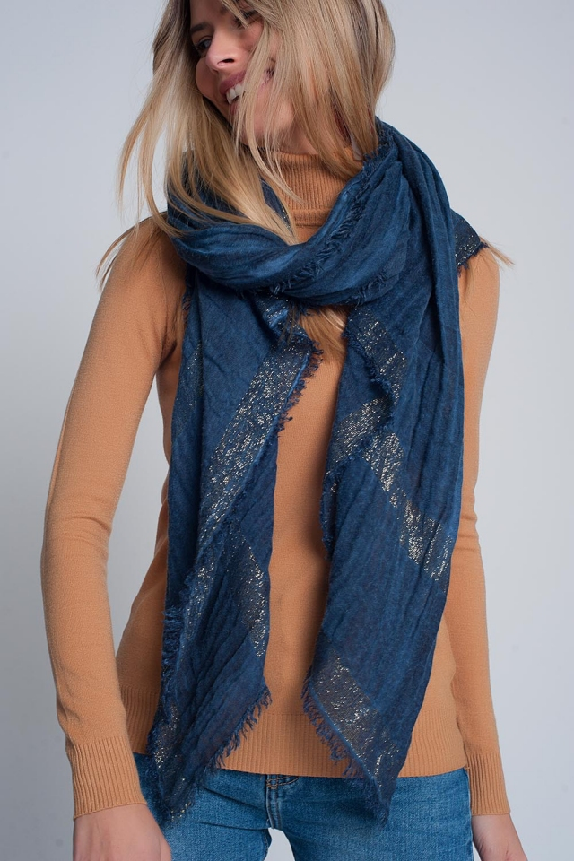 Lightweight scarf in navy with gold stripes
