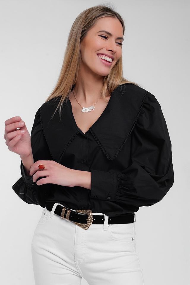 Schwarzes Shirt mit Oversize-Kragen