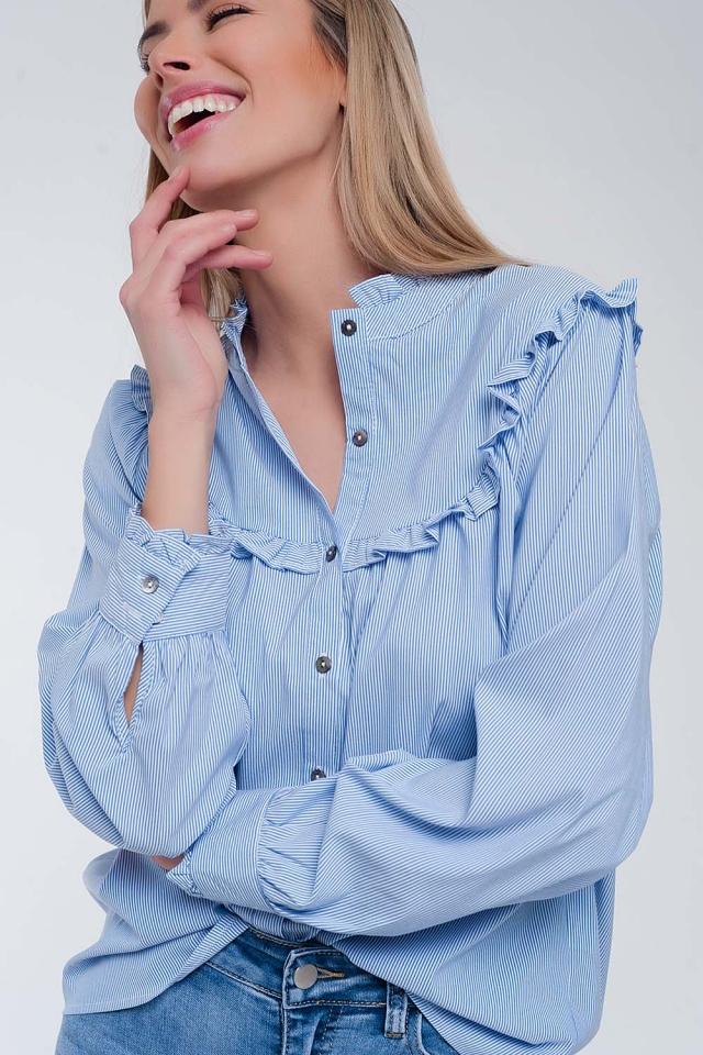 Ruimvallend overhemd in blauw met krijtstreep en kraag met ruches