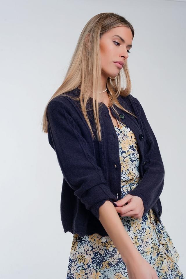 Kurze geknöpfte Strickjacke im 90er-Look in blau navy