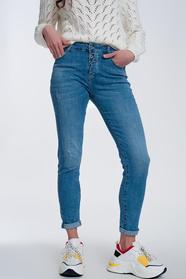 Enge Jeans mit freiliegenden Knöpfen
