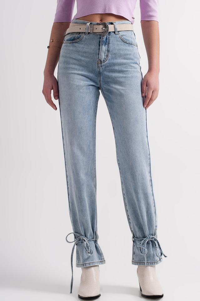 Jeans mit Knöcheldetail zum Bindebändern