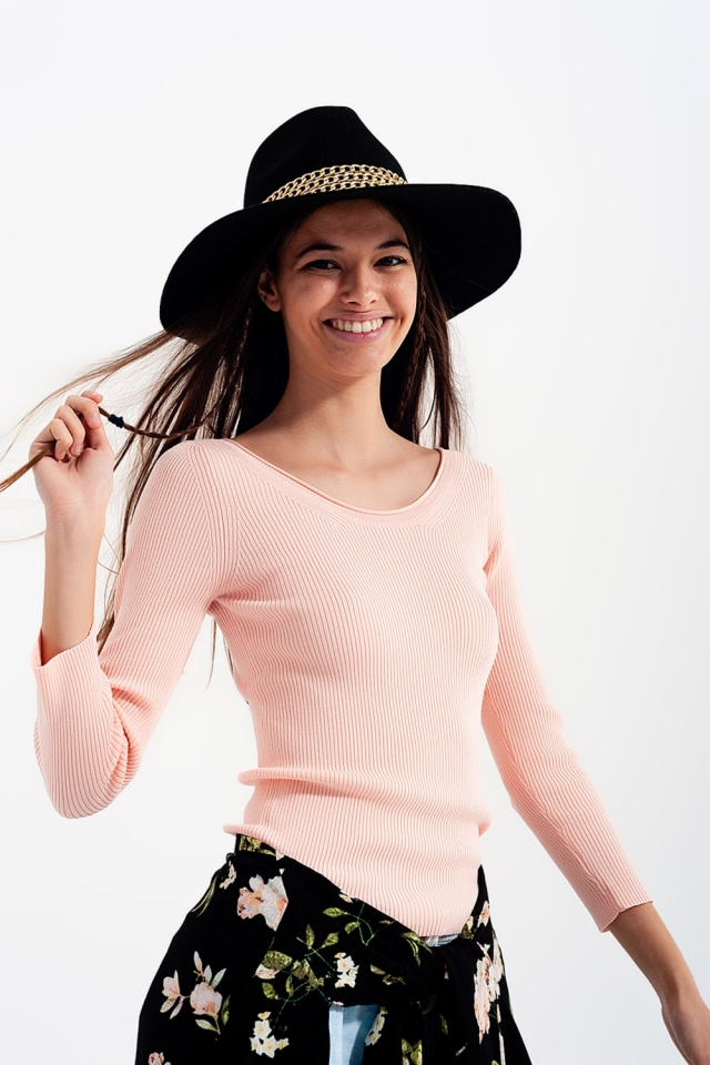 Rosa Strickpullover mit weitem Kragen