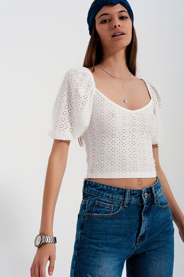 White short top in batiste fabric with puffed sleeves