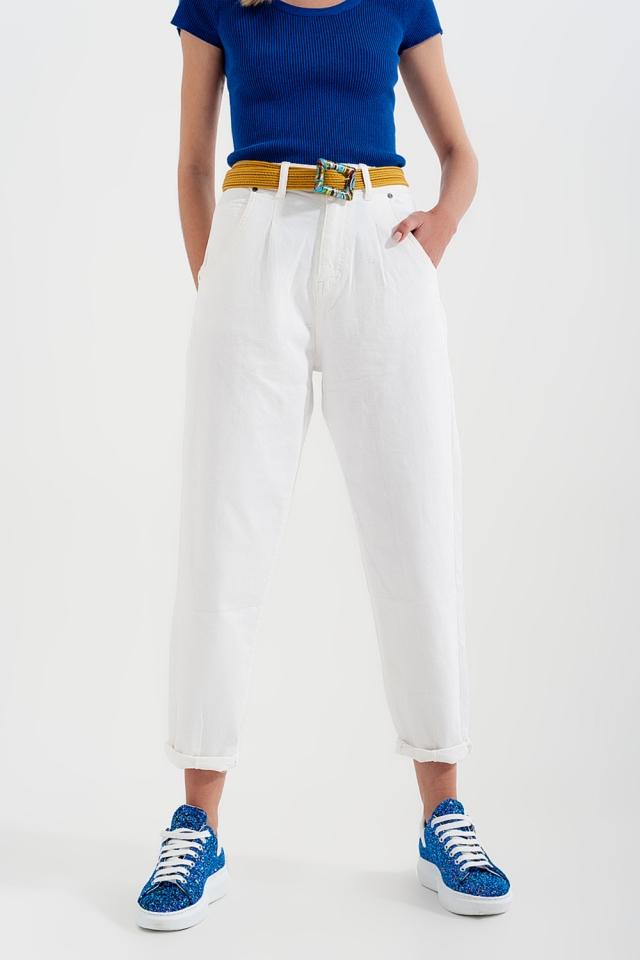 Mom Jeans mit hohem Bund und Bundfalten in Weiß