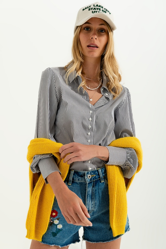 Volume sleeve shirt in grey stripe print
