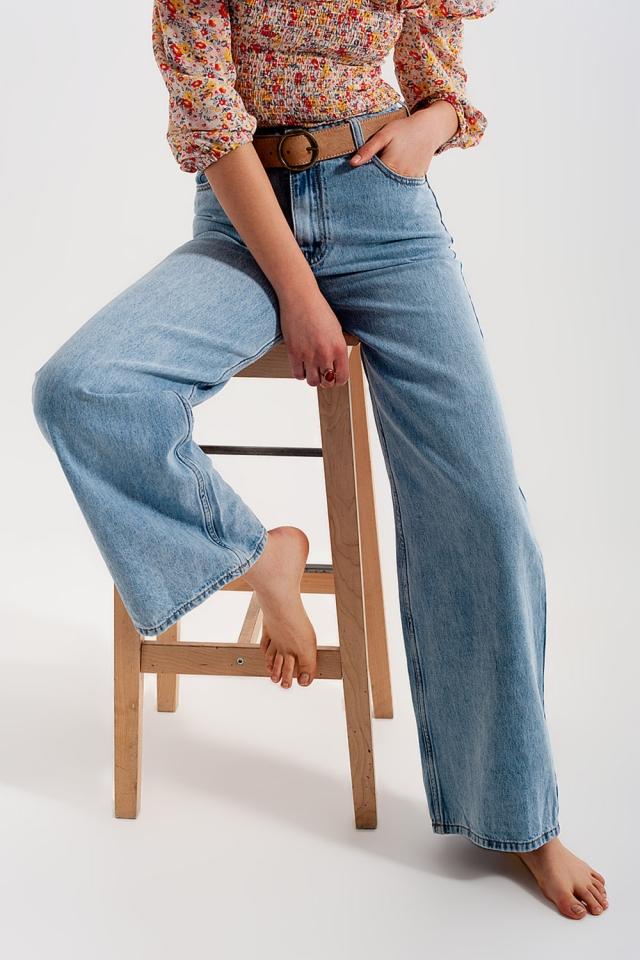 Jeans mit weitem Bein und hohem Bund in Hellblau