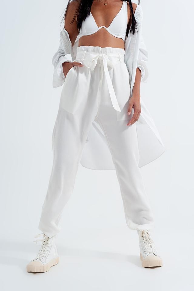 Hose mit Bindegürtel in weiß
