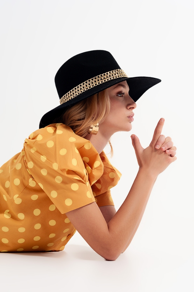 Polka dot top with puffed sleeves and square neckline in yellow