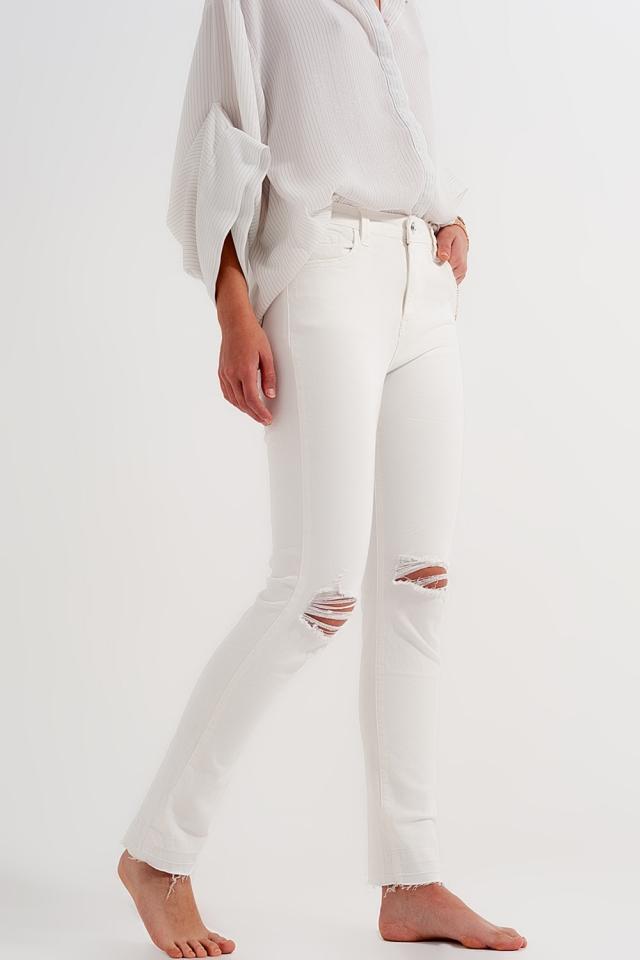 Jeans in creme mit ausgefranstem Saum und Rissen