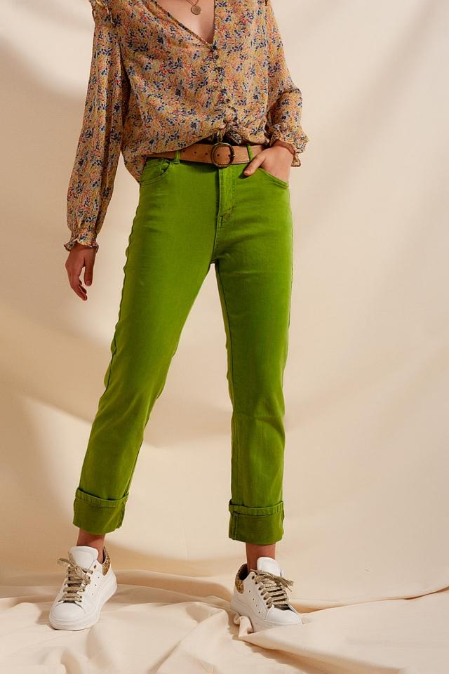 Lässige gerade geschnittene Jeans mit breitem Aufschlag in grün