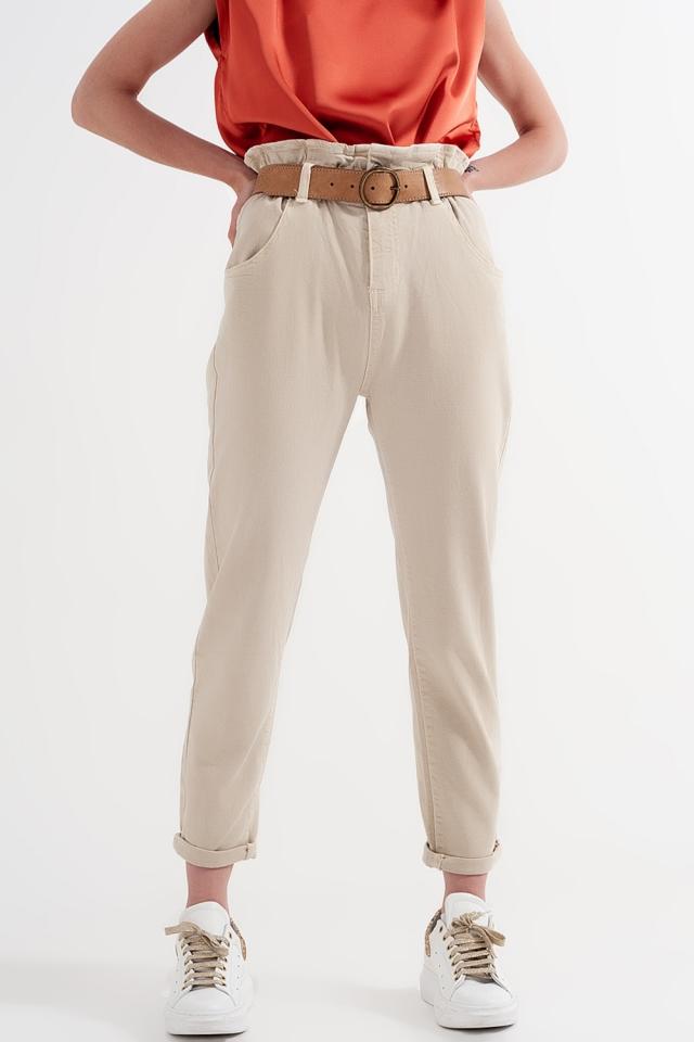 Mom Jeans mit elastischem Paperbag Taille in beige