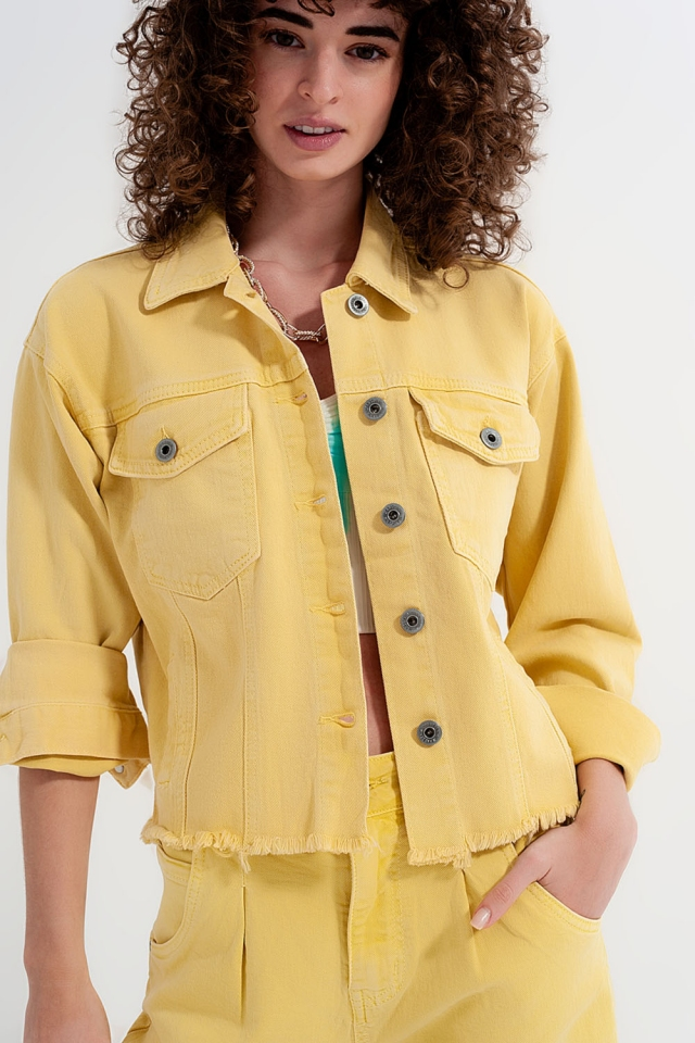 Jeansjacke mit ungesäumten Kanten und gelb