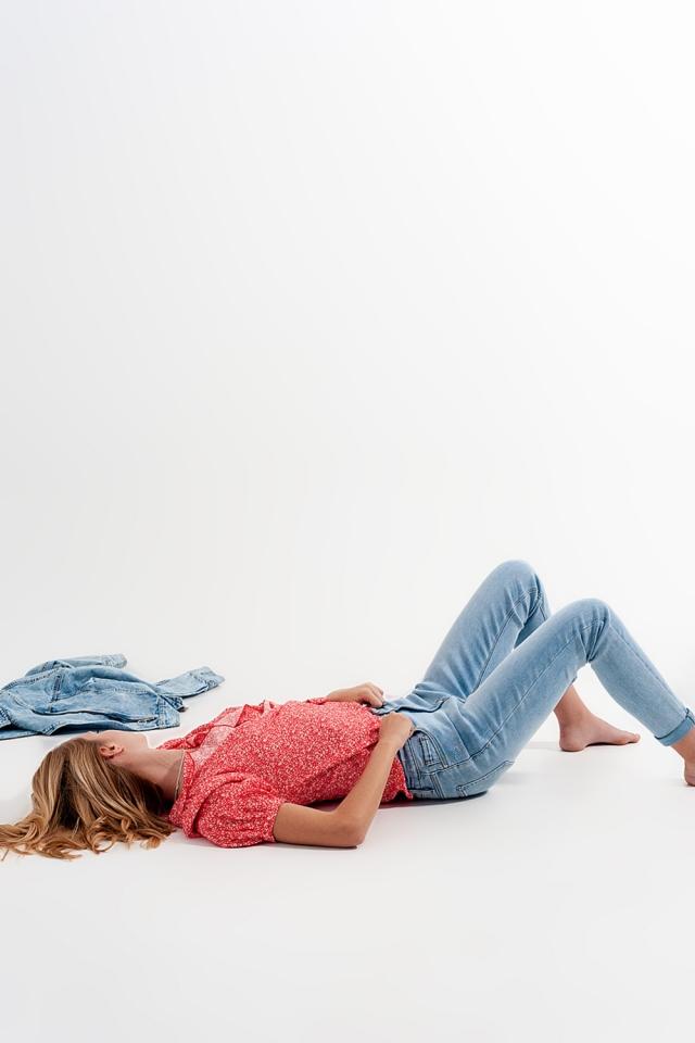 Verblichene Jeans mit Zierrissen
