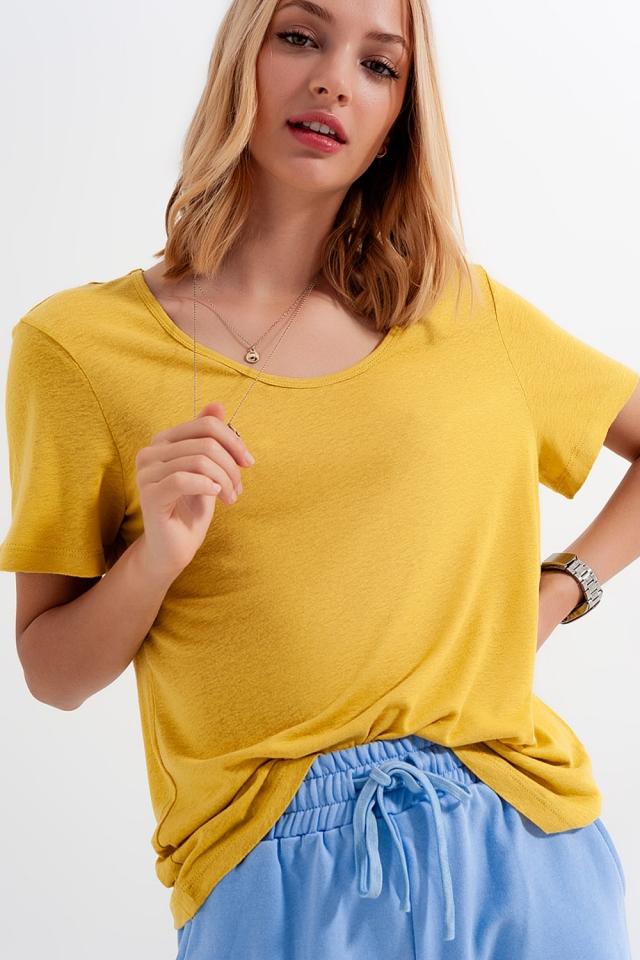 Gelb T-Shirt aus Leinenmischung mit U-Ausschnitt vorn