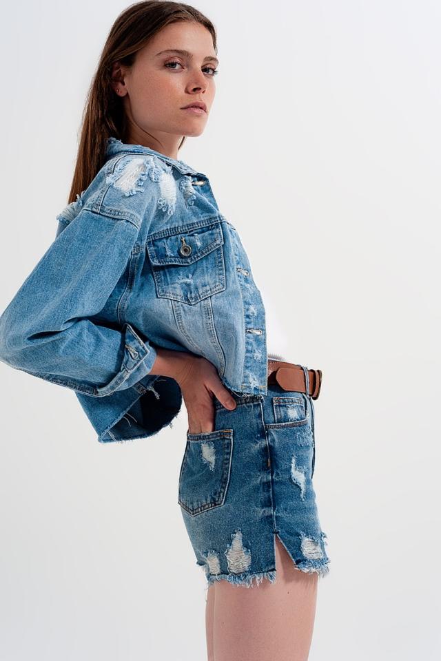 Kastenförmige Jeansjacke mit kurzem Schnitt und unversäubertem Saum in heller Stone-Waschung