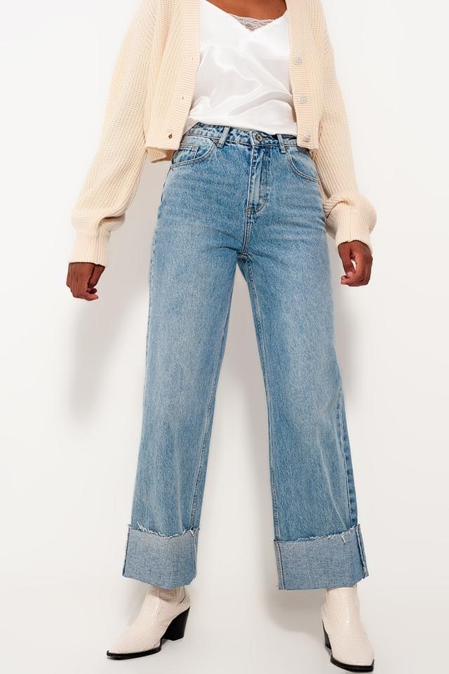 Lässige gerade geschnittene Jeans mit Aufschlag und Bleichwaschung