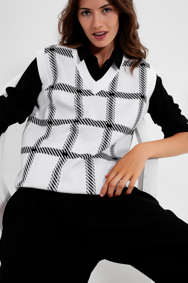 Knitted vest with big crosshatches