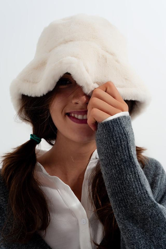 Anglerhut in Weiß mit Wendeseite aus Teddyfell