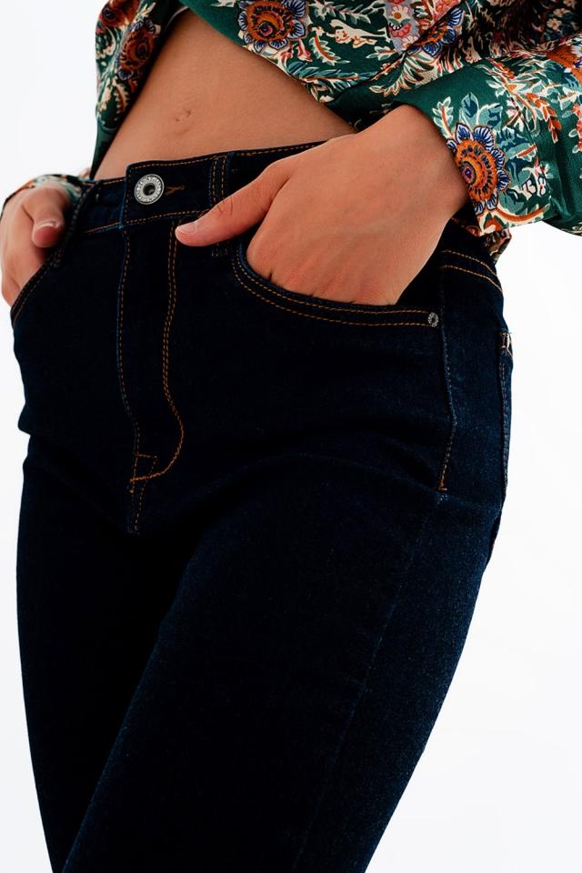 Schmale Jeans in dunkelblauer Waschung