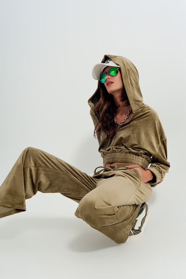 Jogger with drawstring waist in green