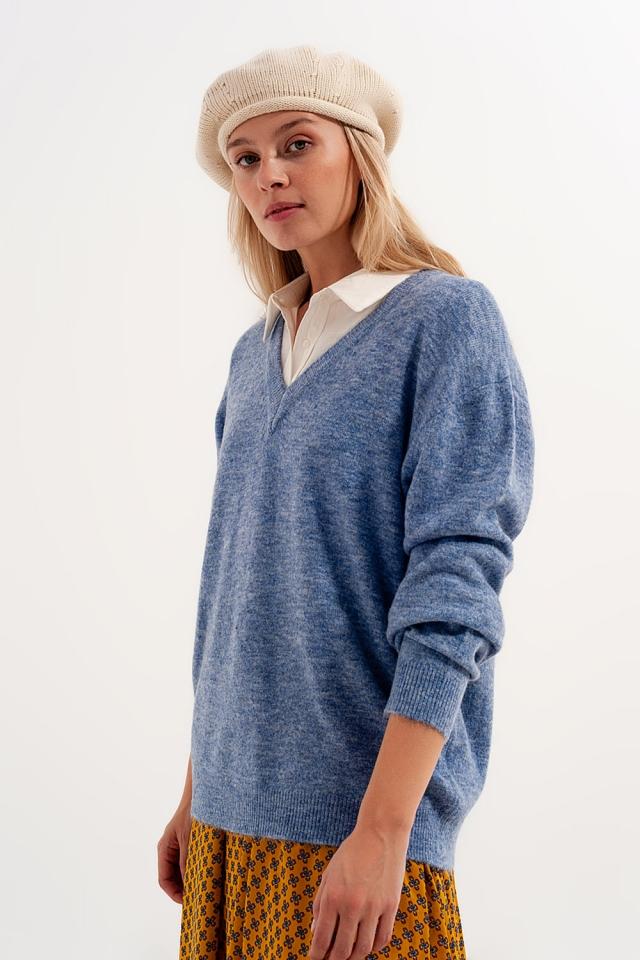 V neck jumper in blue