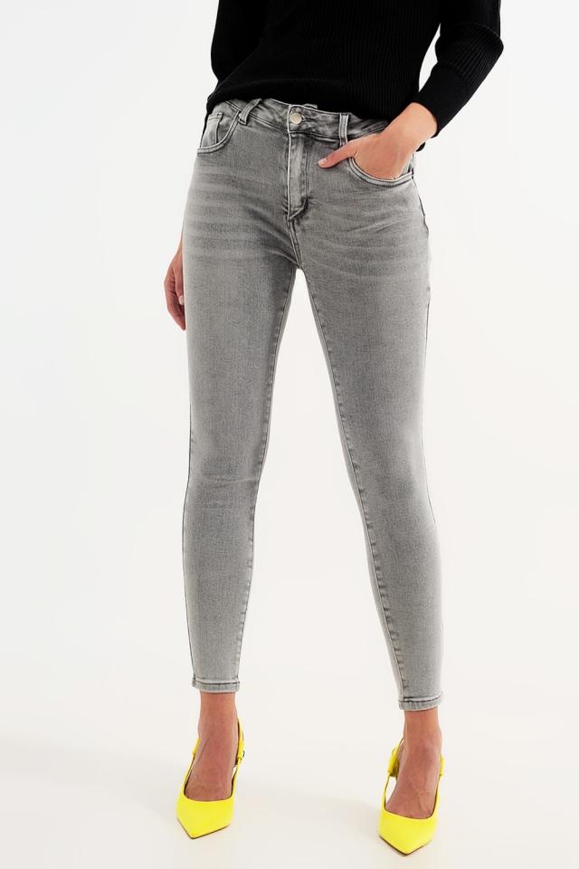 Eng geschnittene Jeans in grauer Acid Waschung