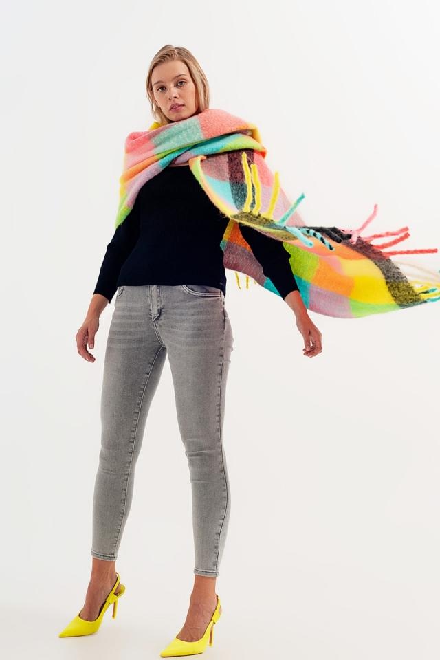 Schal im pastellfarbenen Blockfarbendesign