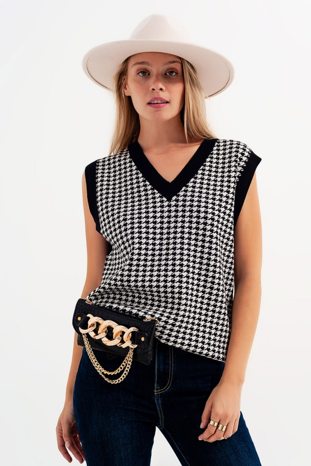 Houndstooth vest in with contrast tipping black