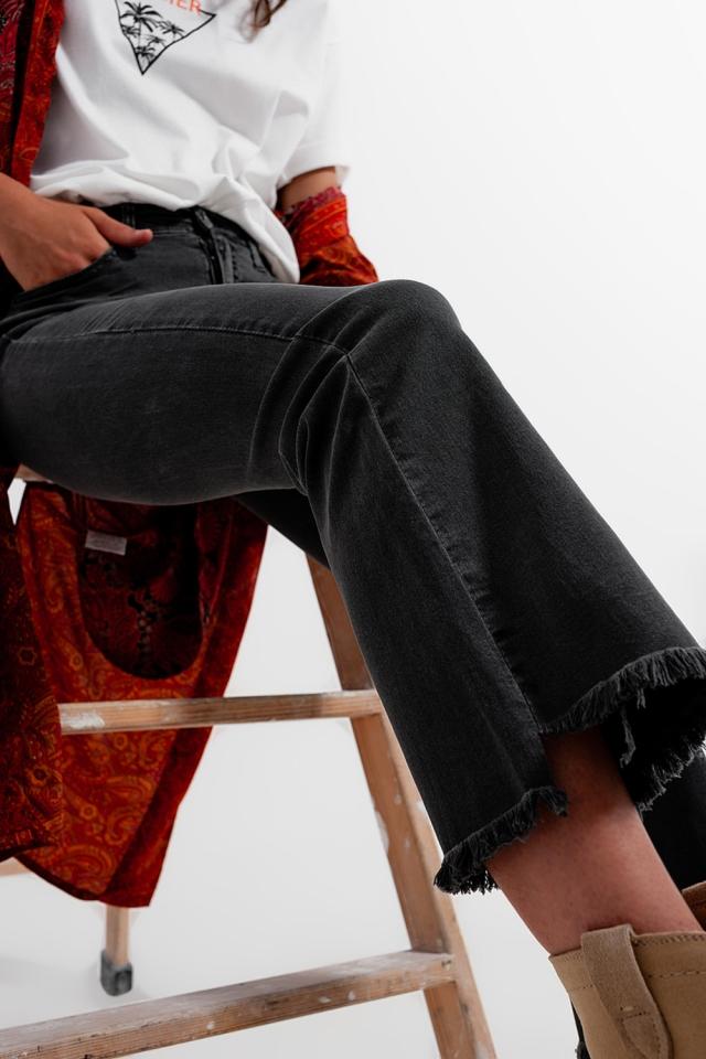 Jeans in Dunkelgrau mit breiten Knöcheln