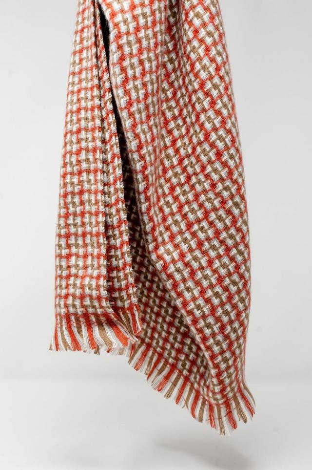 Superweicher roter Schal mit geometrischem Druck