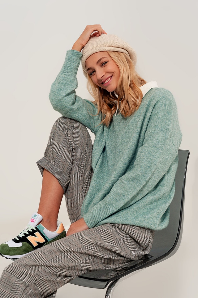 green knitted sweater round neck