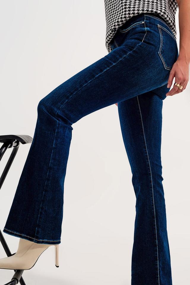 Jeans mit hoher Taille und ausgestelltem Bein in Indigo Waschung
