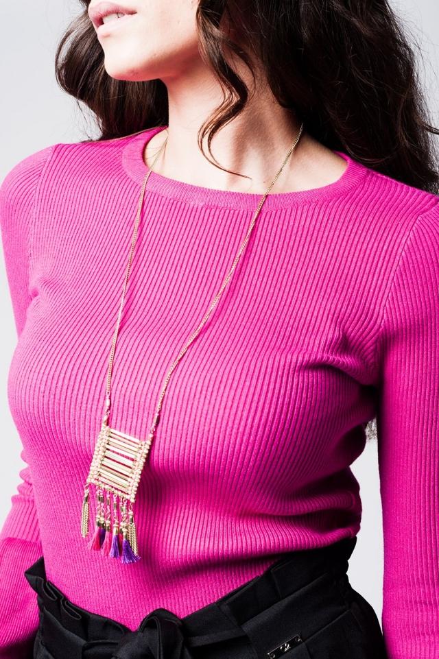 Collar largo dorado con detalle de flecos en el colgante