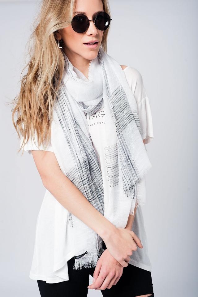 Lightweight lurex scarf in white
