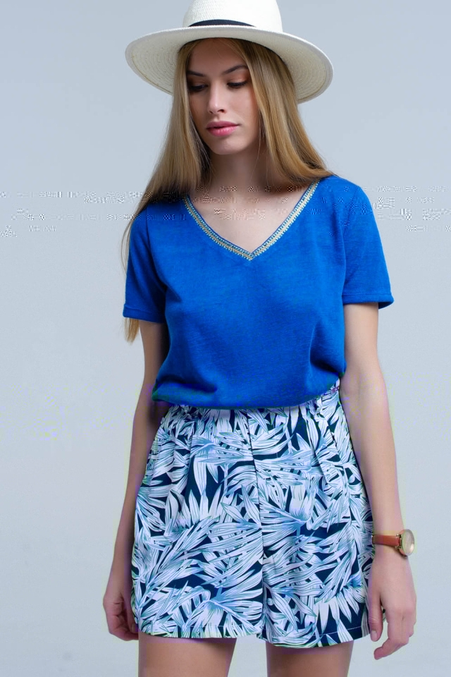 Blue t-shirt with embroidery on the neck