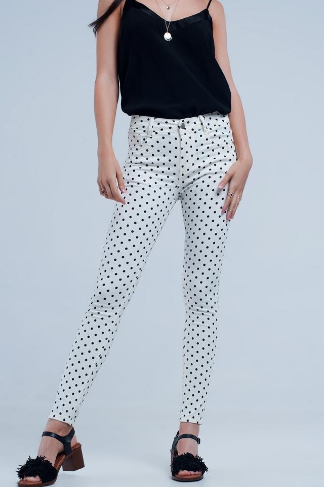 White jeans in polka dots