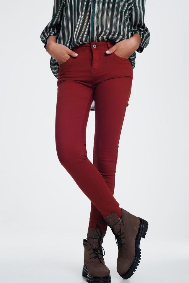 skinny jeans in maroon