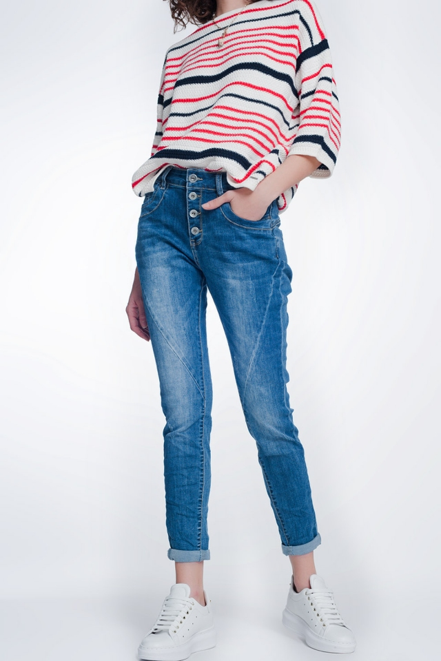 Boyfriend cut jeans with buttons in mid blue wash
